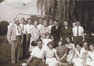 Haynes family reunion at Shafer Park approx 1946